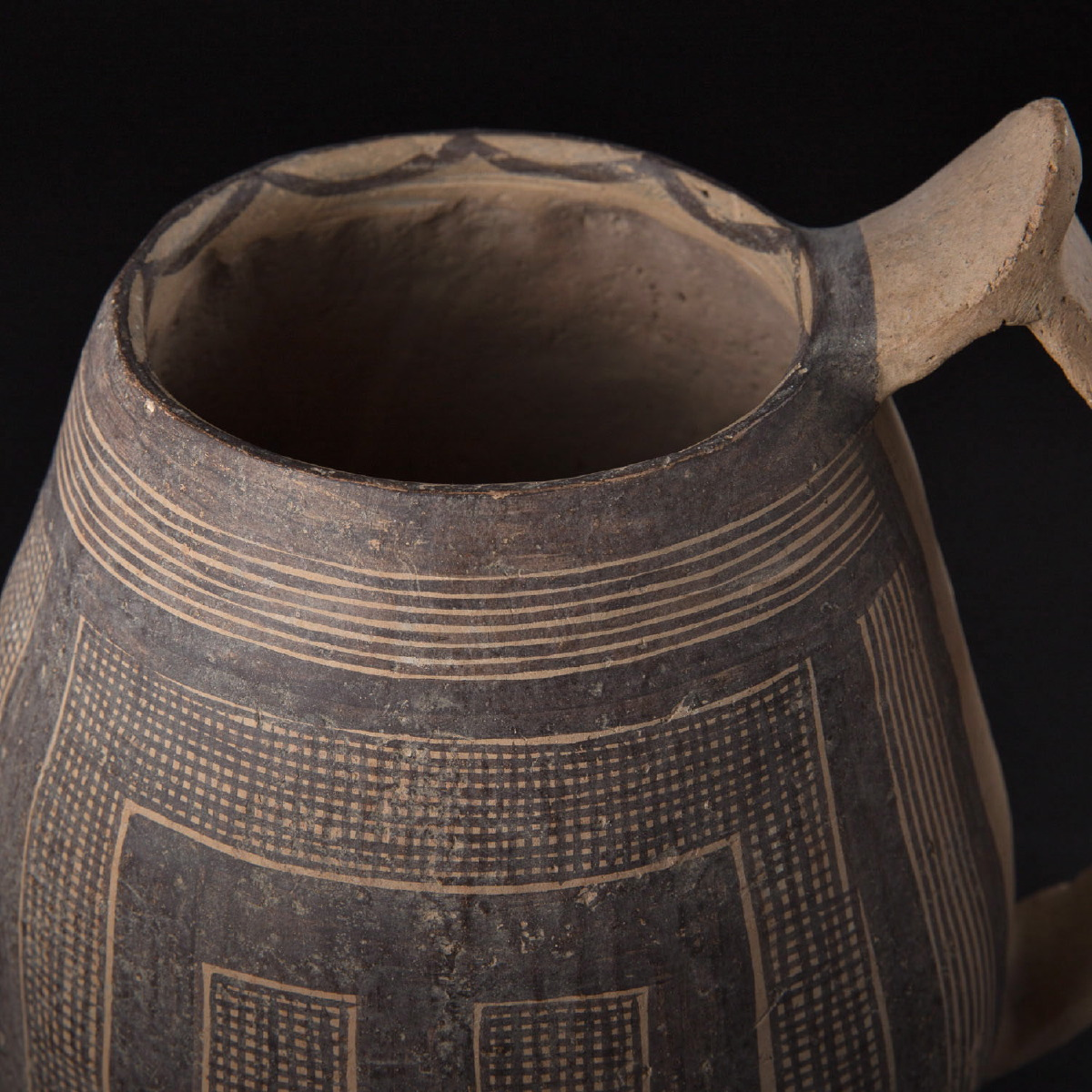 Photo of machiayao-ewer-chinese-neolithic