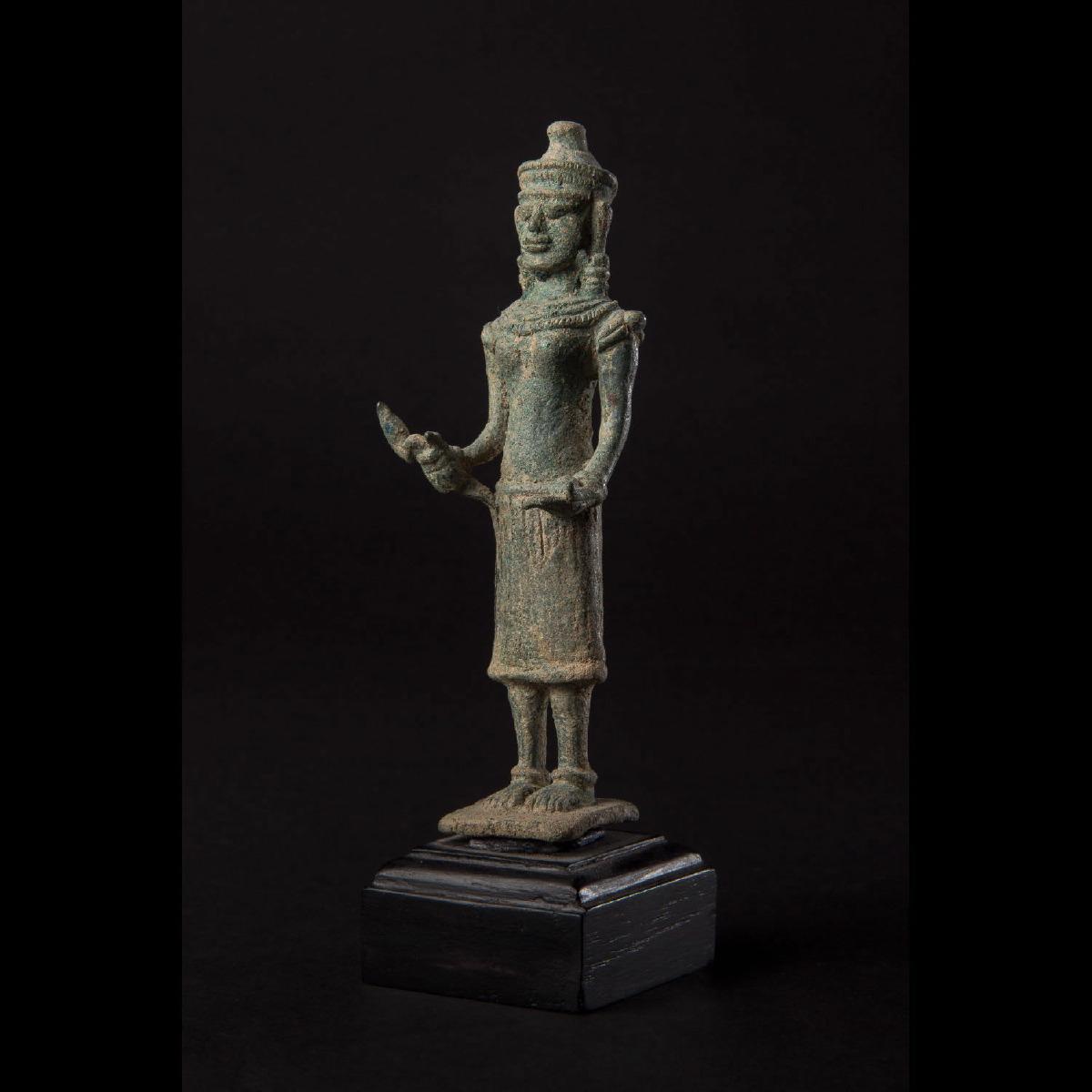 Photo of khmer-bronze-uma-11th-12th-century-galerie-golconda