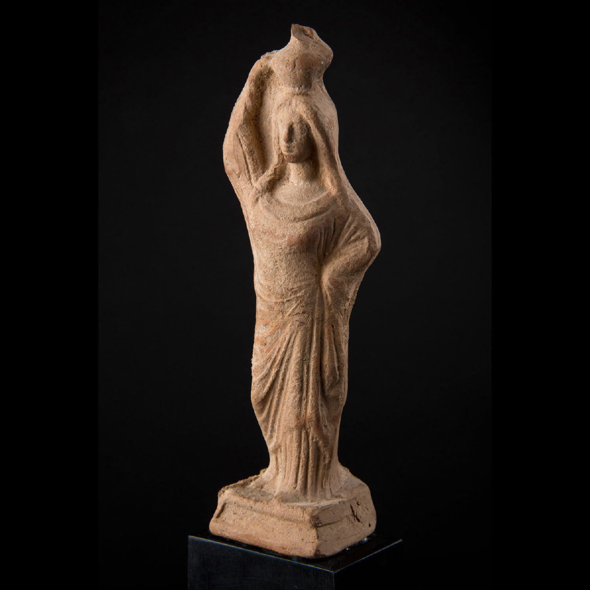 Photo of tanagra-statue-3rd-century-b-c-galerie-golconda