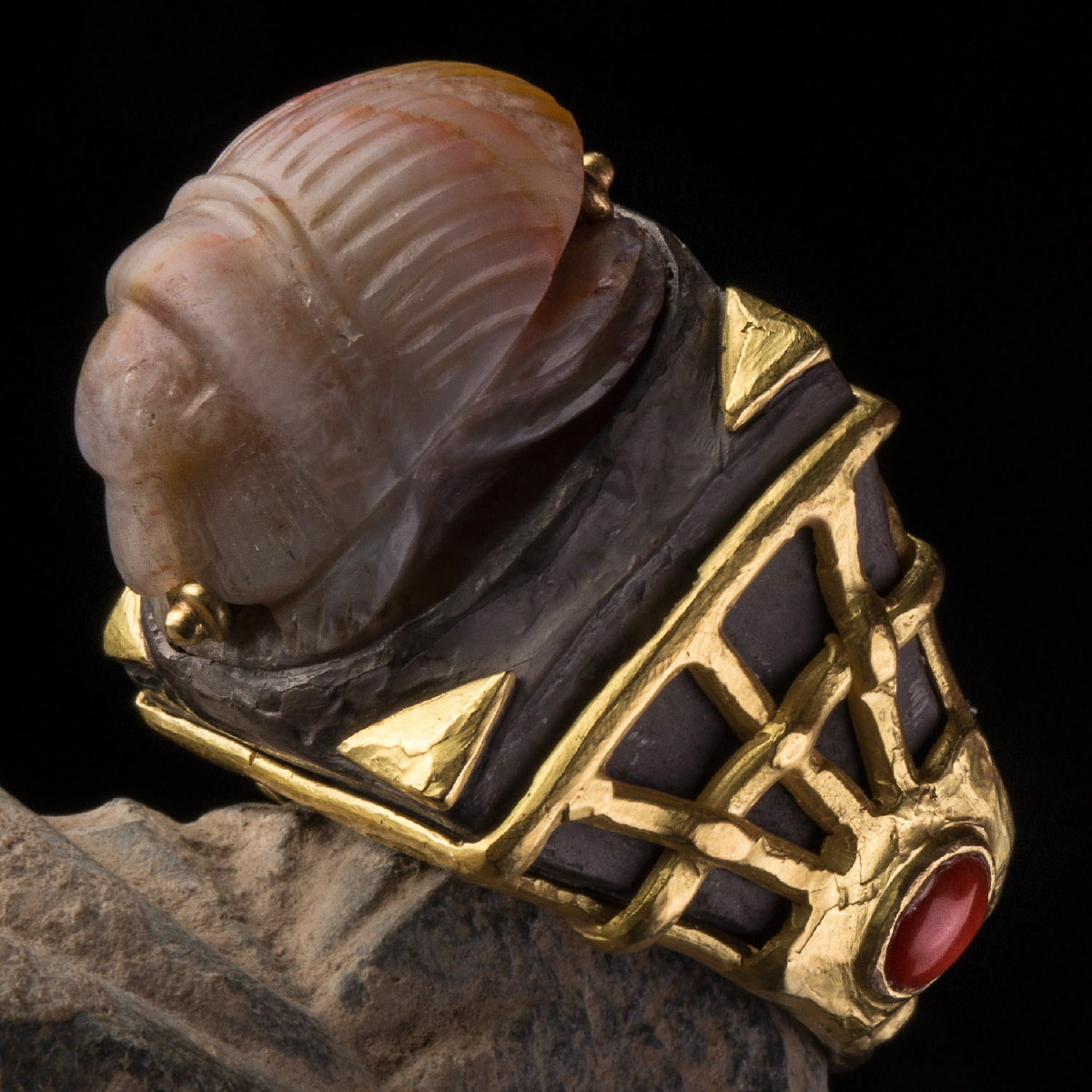 Photo ofRING WITH ANCIENT SCARAB IN AGATE  (1st mill. BC)