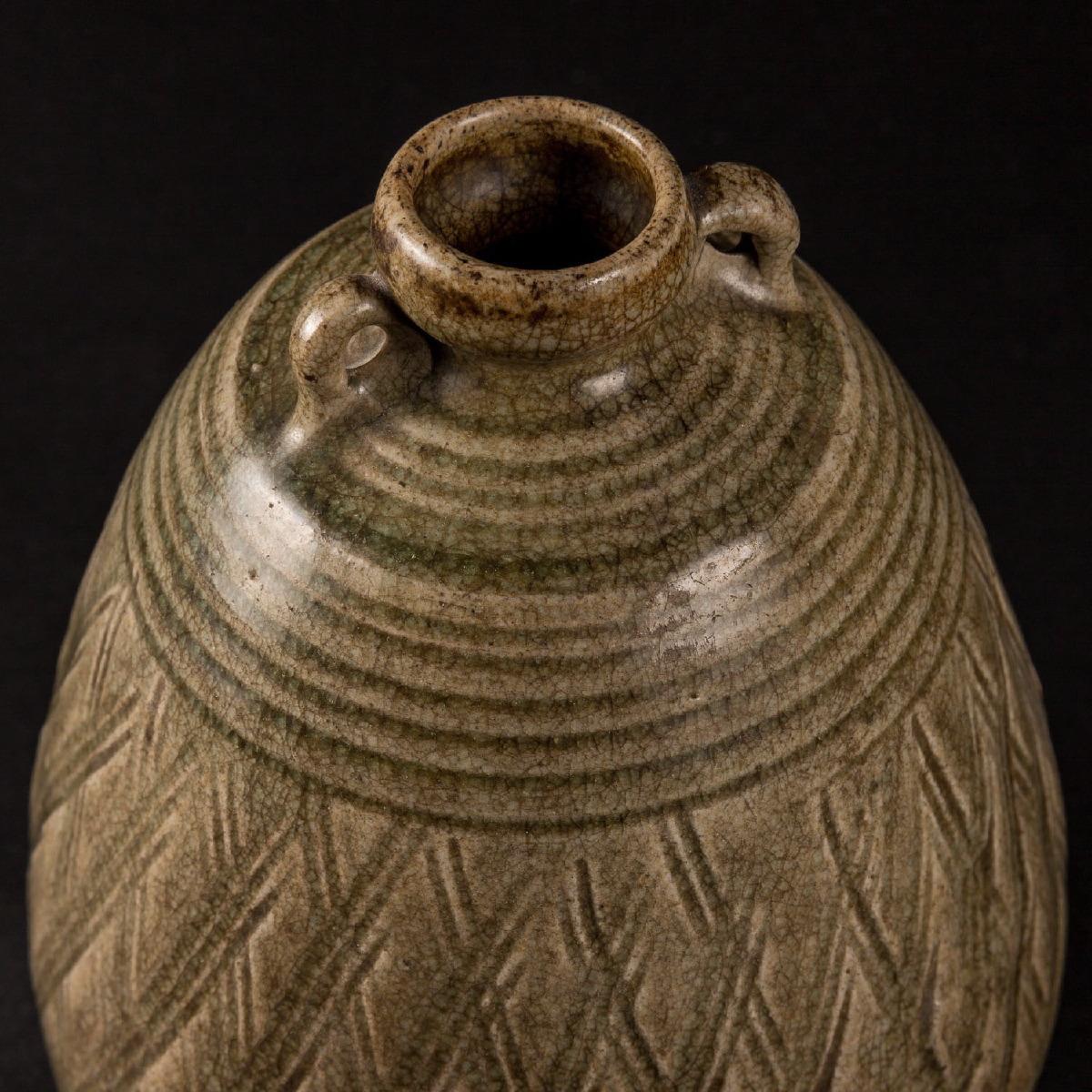 Photo of celadon-vase-sawankalok-ad-14-th-cent-galerie-gomconda