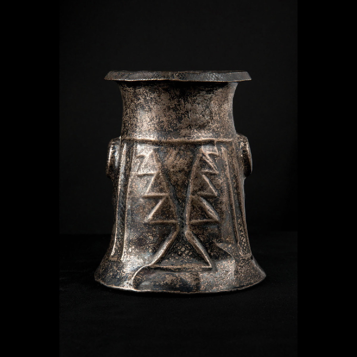 Photo of silver-ceremonial-kero-peru-galerie-golconda