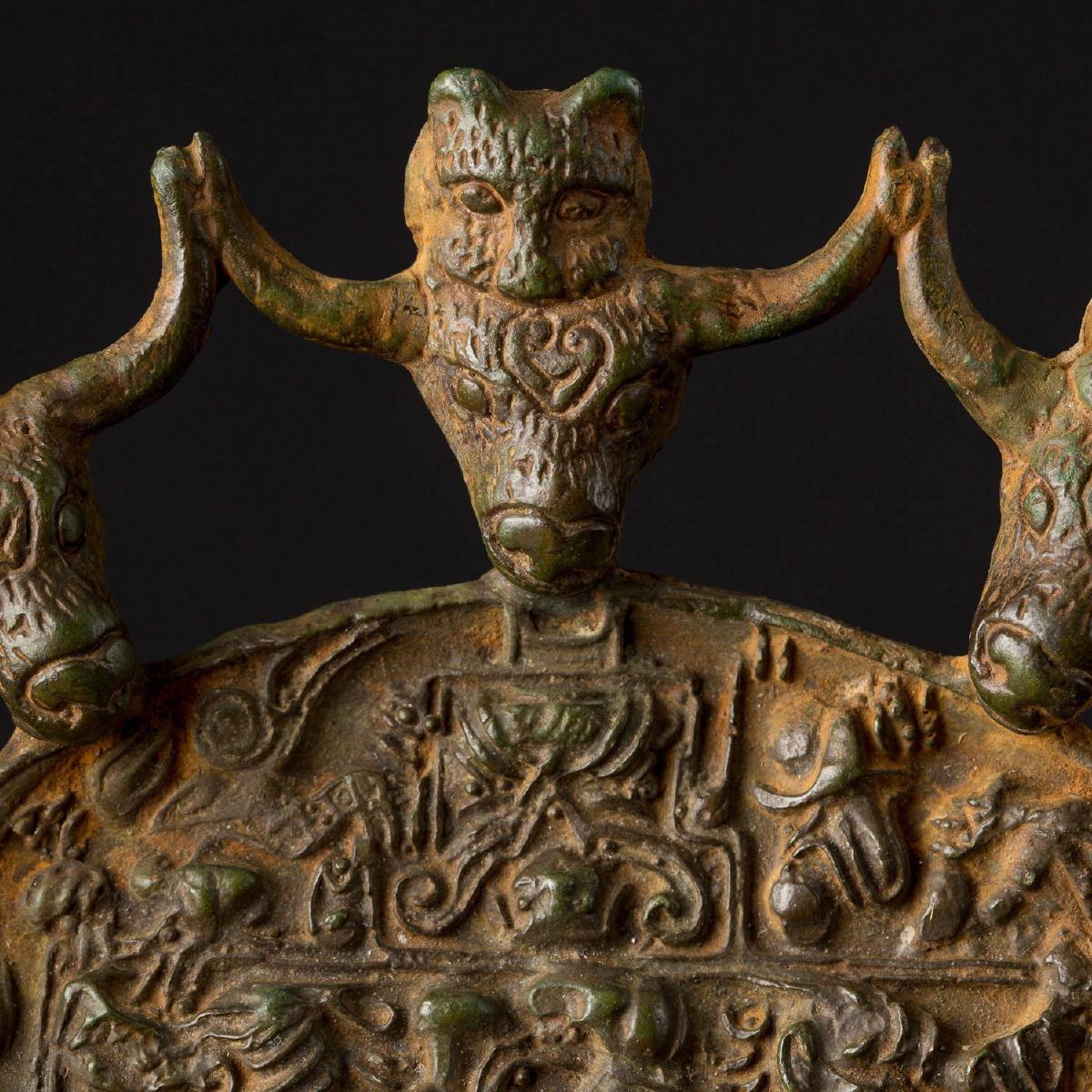 Photo of bronze-mirror-buffalos-and-felines-heads-dian-kingdom-han-dynasty-galerie-golconda
