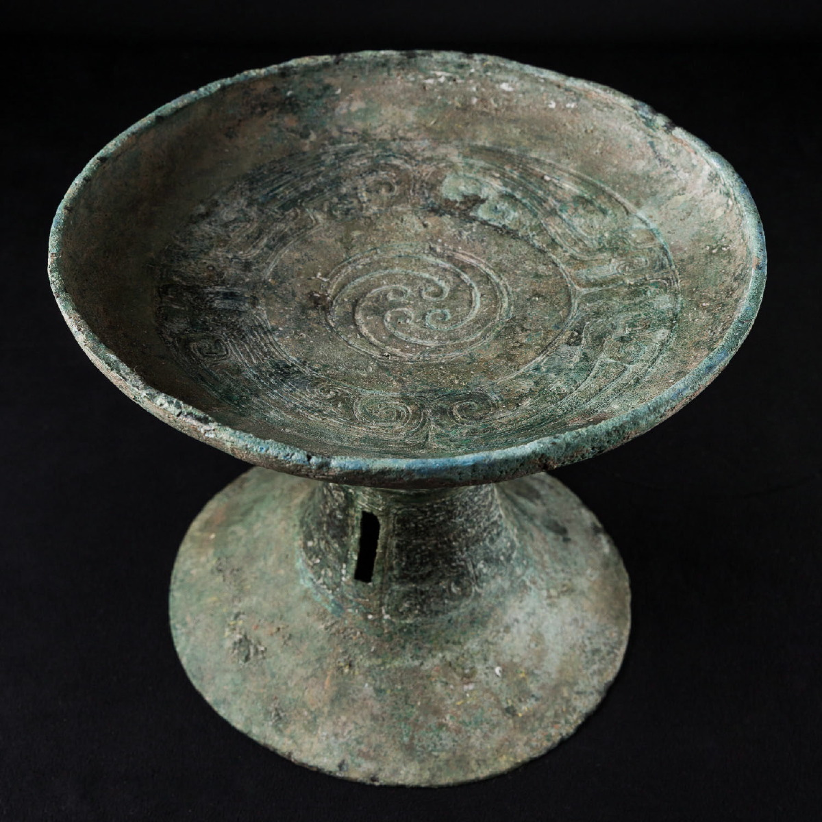 Photo of footed-bowl-pan-type-bronze-zhou-dynasty-gallery-golconda-specialist-ancient-chinese-art