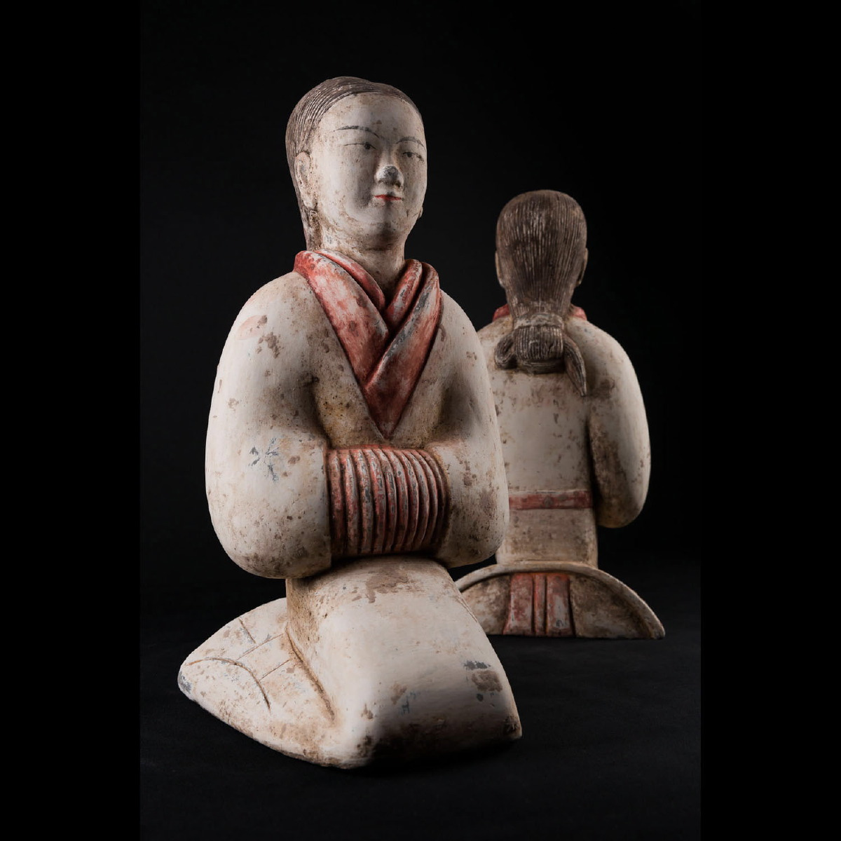 Photo of han-dancers-white-dress-terracottas-tl-test-galerie-golconda-museum-quality-certificate