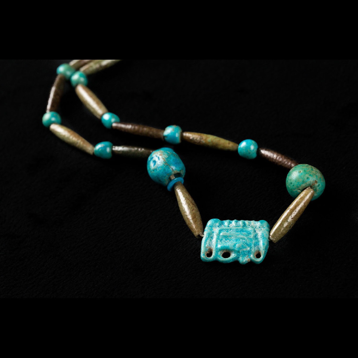 Photo of necklace-with-amulet-metropolitan-museum-san-diego-musuem-of-man-galerie-golconda