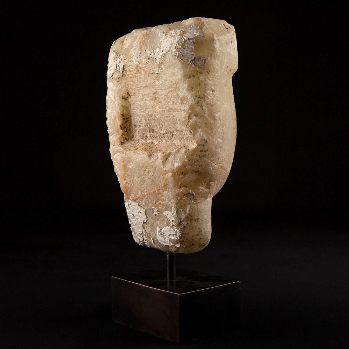Photo of head-alabaster-saba-kingdom-prince-mirza-massoud-la-mecca-galerie-golconda-museum