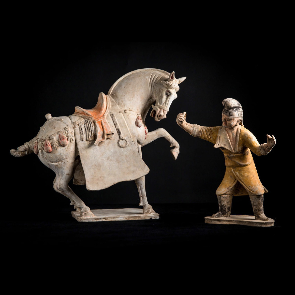 Photo of china-tang-horse-grrom-galerie-golconda-specialist-ancient-chinese-art-galerie-golocnda-beryl-cavallini
