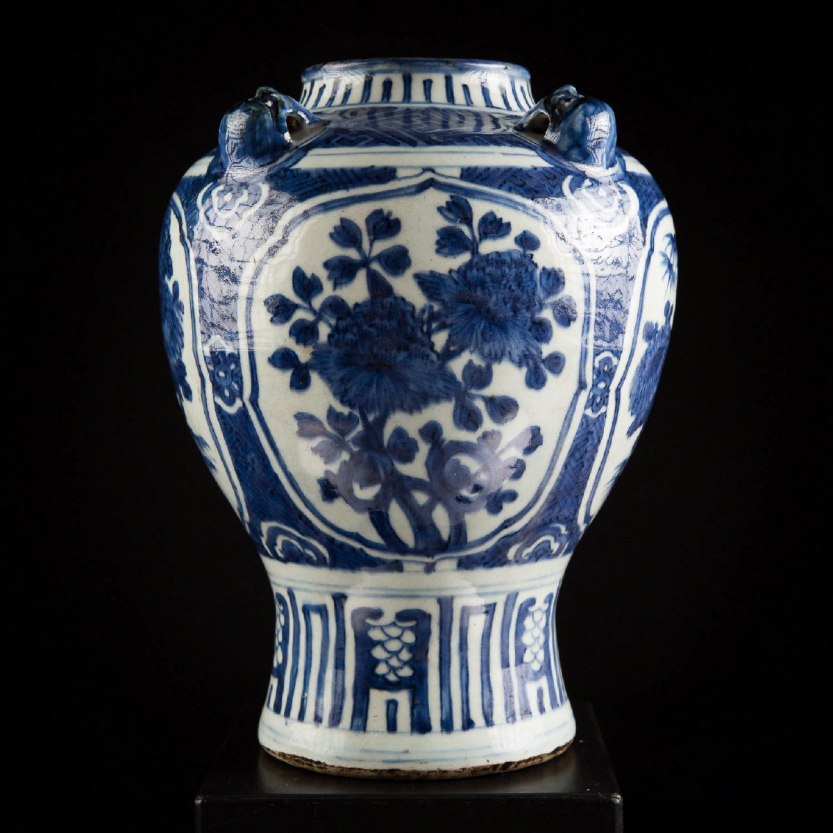Photo of vase-ming-dynasty-porcelain-metropolitan-museum-new-york