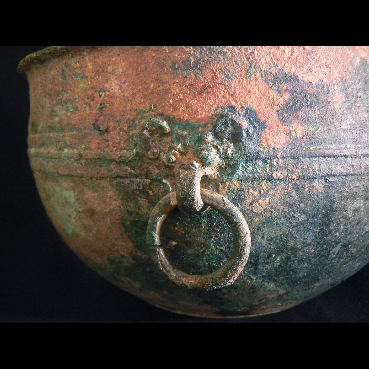 Photo of a-bronze-vessel-taotie-western-zhou-galerie-golconda-ancient-art