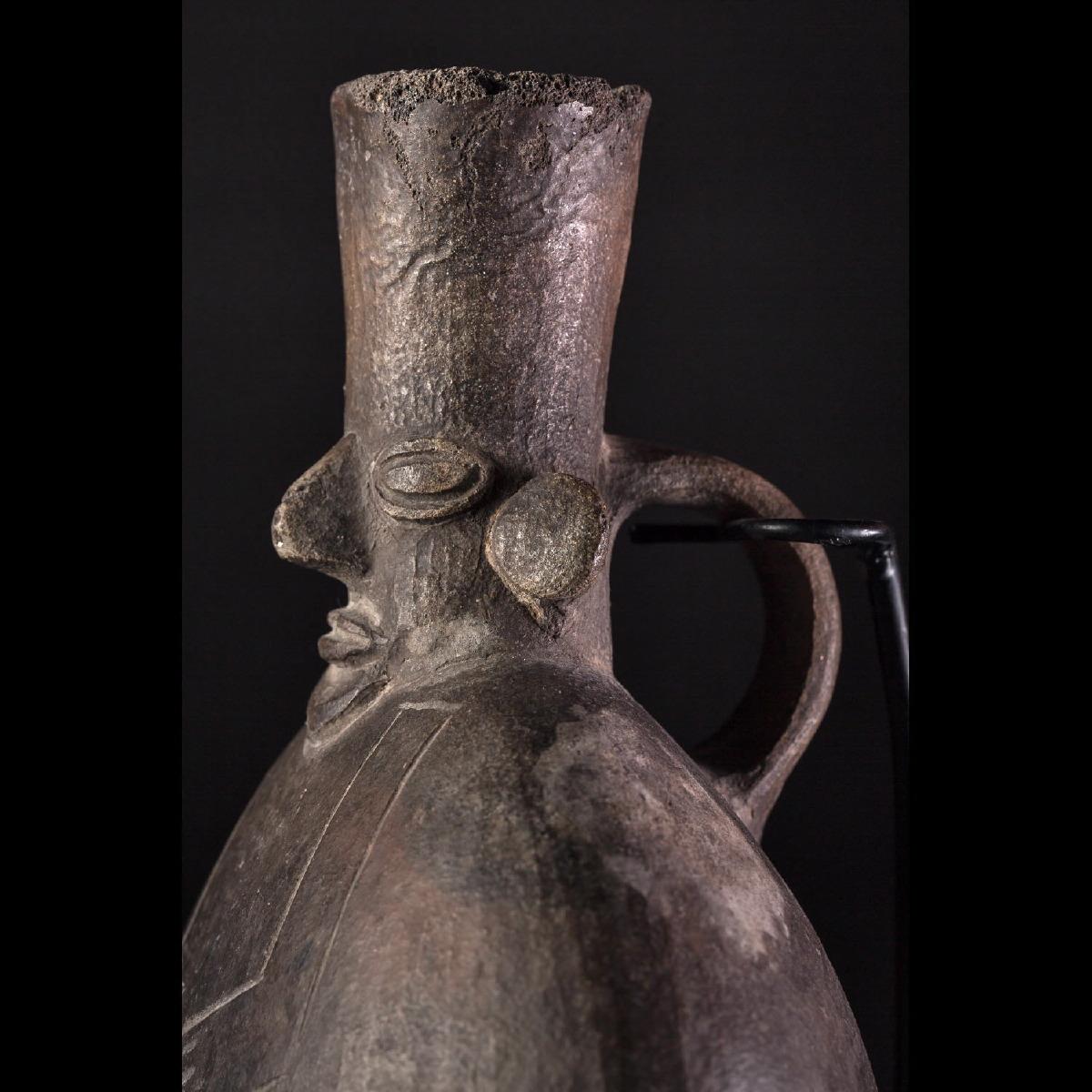 Photo of mochica-moche-ceramics-terracotta-vase-peru-archeology