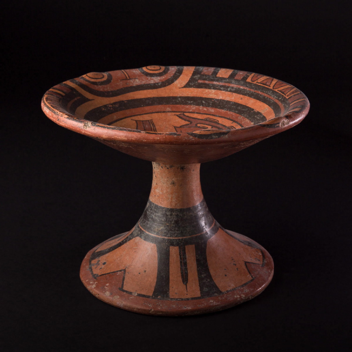 Photo of cocle-footed-plate-panama-year-1000-galerie-golconda-museum