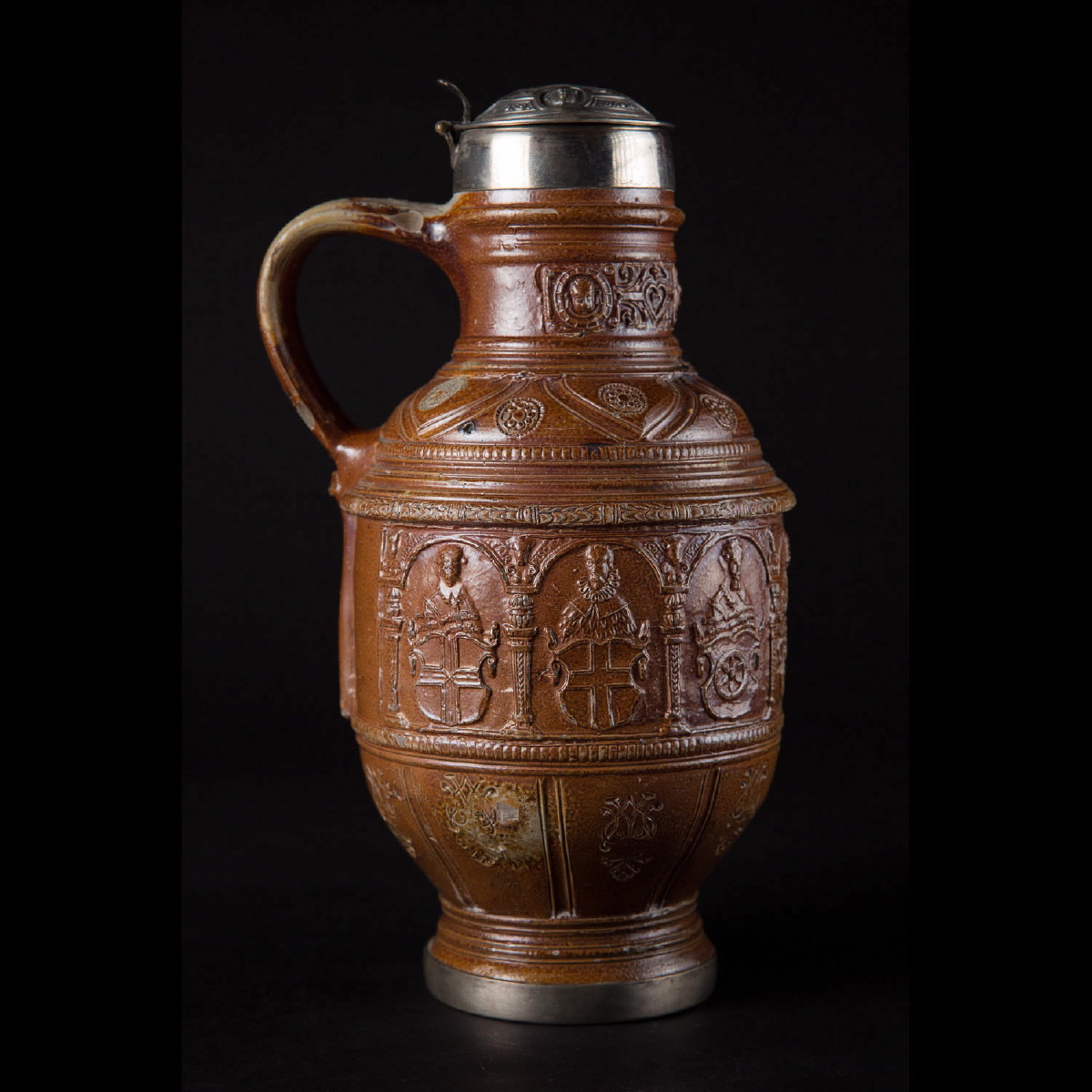 Photo of raeren-pitcher-dated-1602-collectors-objects-galerie-golconda-saint-paul-de-vence-antiquities