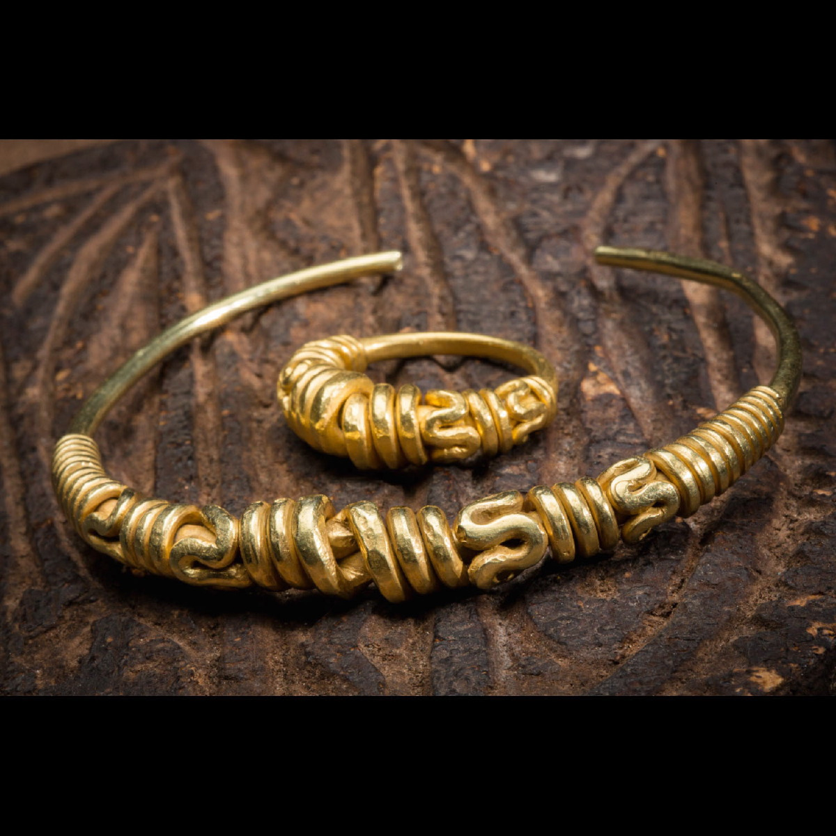 Photo of RARE ANCIENT GOLDEN SET FROM JAVA