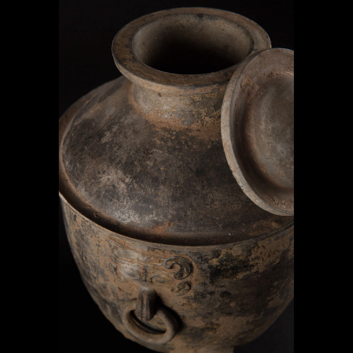 Photo of BEAUTIFUL HAN TRIPOD VASE ORNATED WITH A TAOTIE