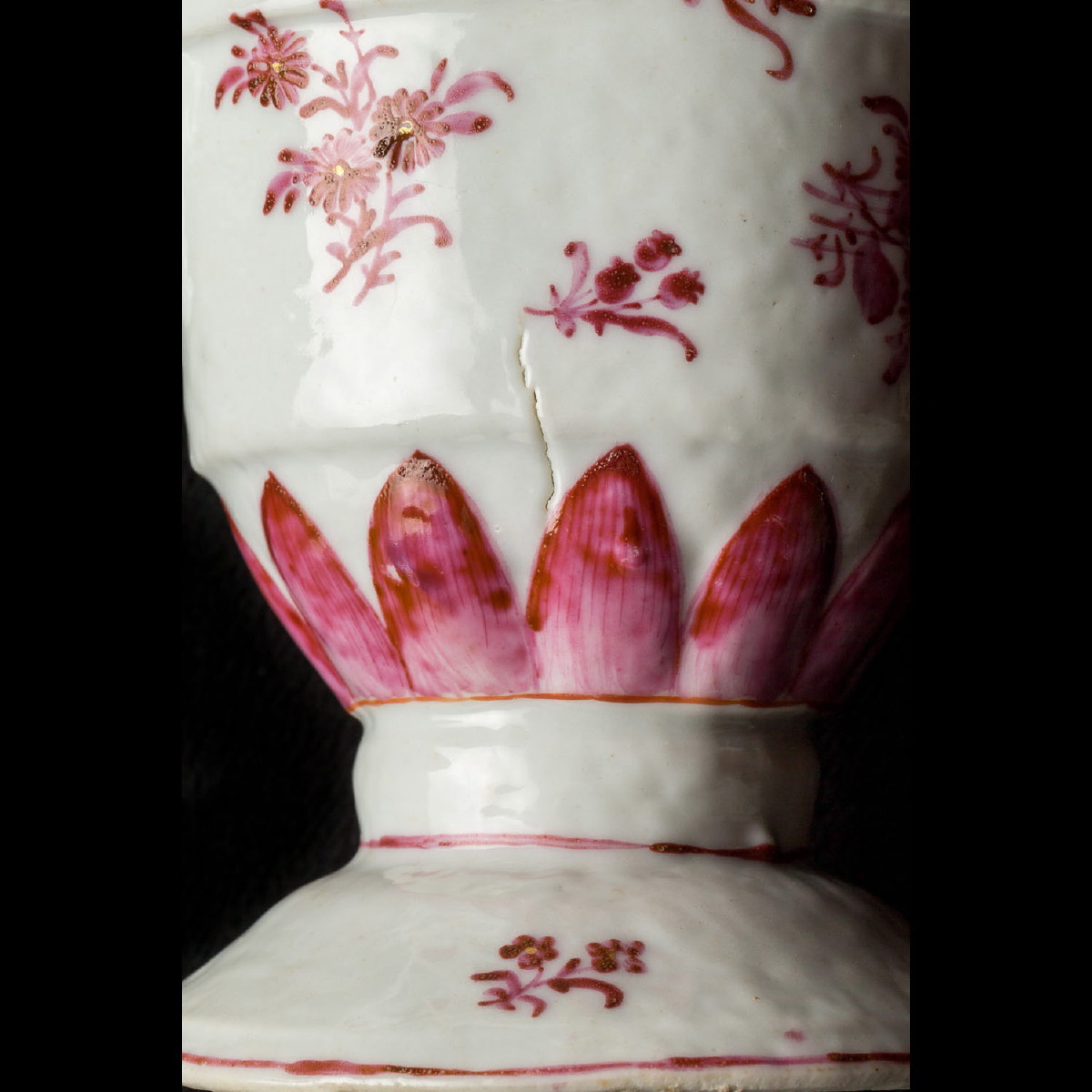 Photo of PORCELAIN PITCHER AND PLATE