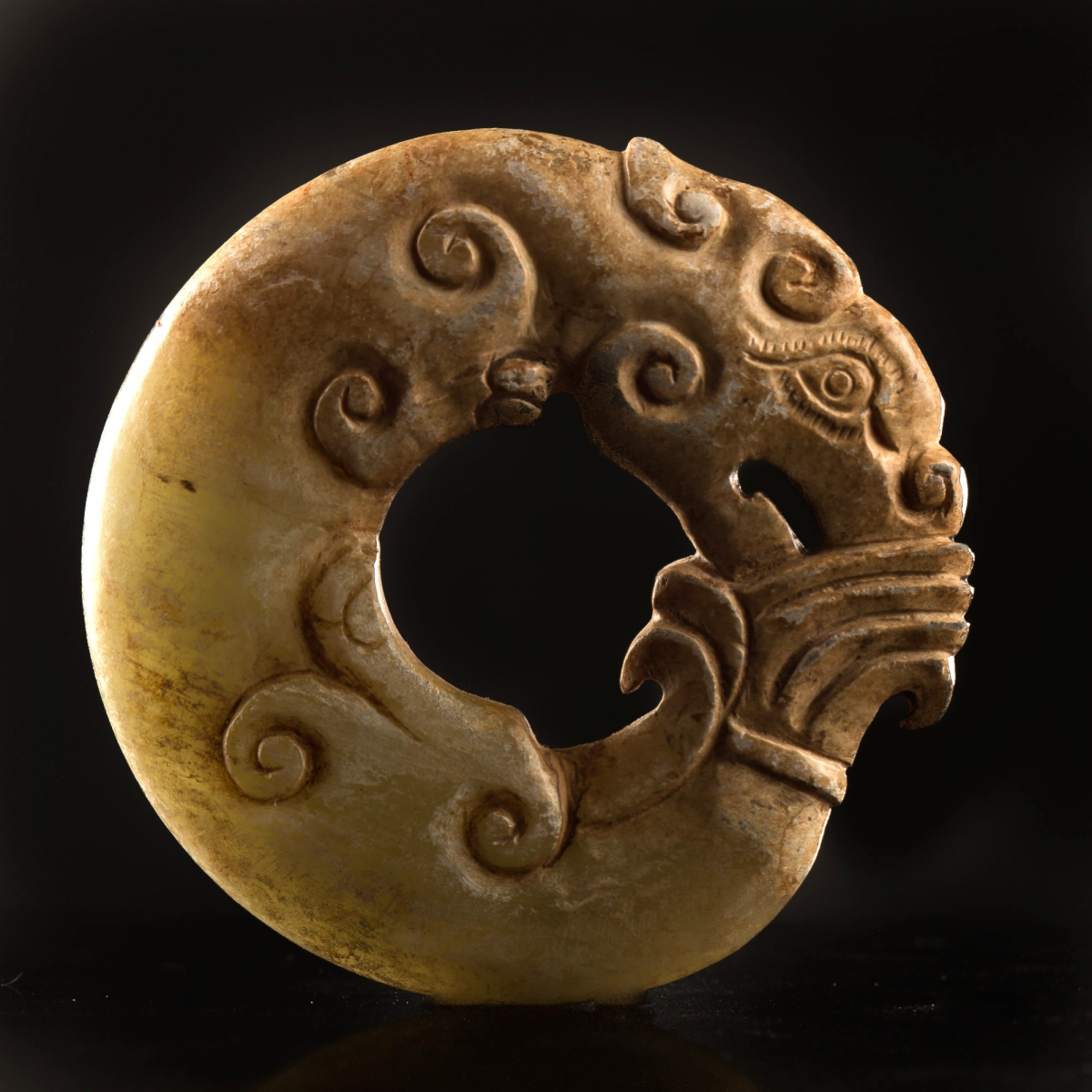Photo of archaic-jade-china-neolithic-specialist-galerie-golconda-with-certificate-musuem-quality
