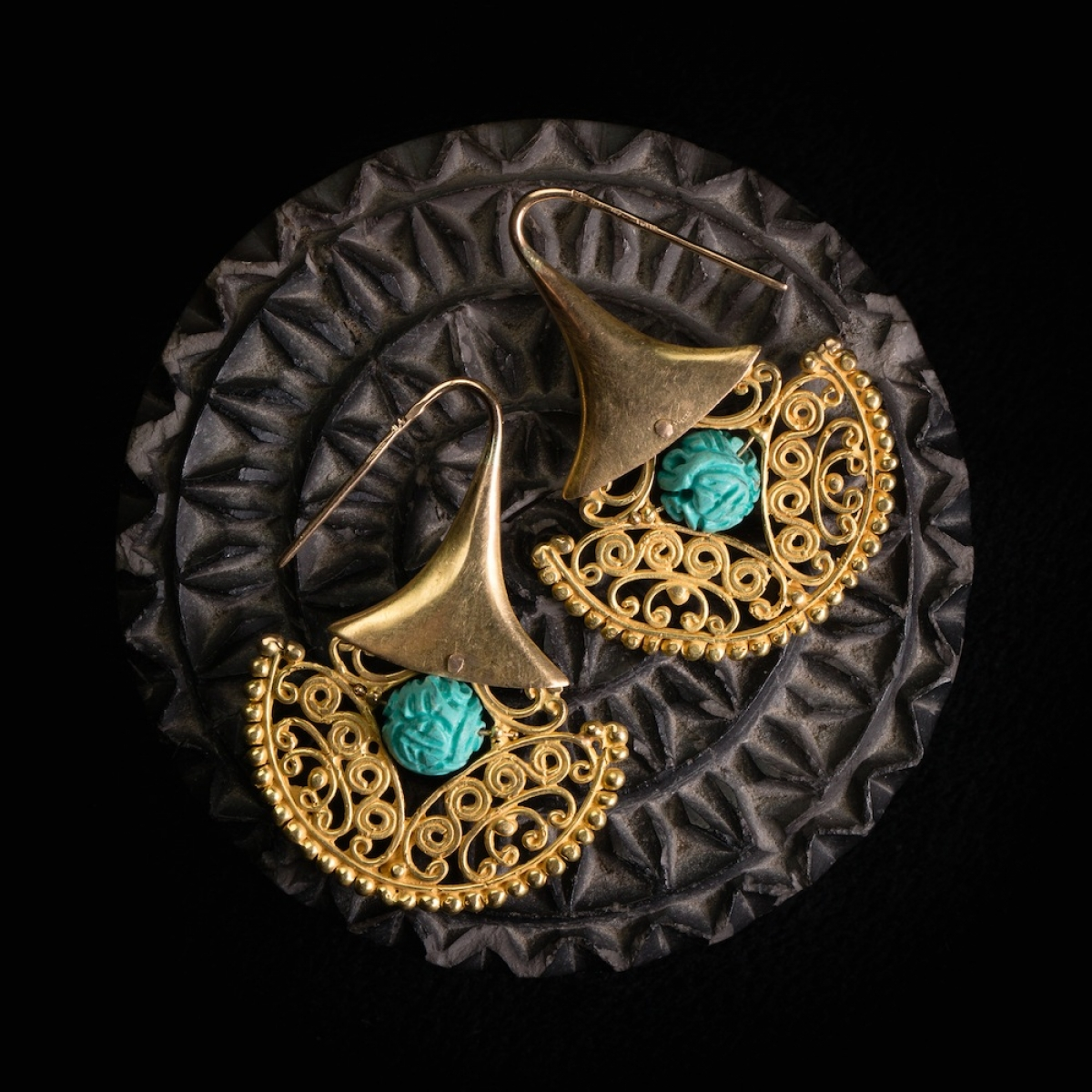 Photo of engraved-chinese-turquoises-and-gold-pattern-earrings