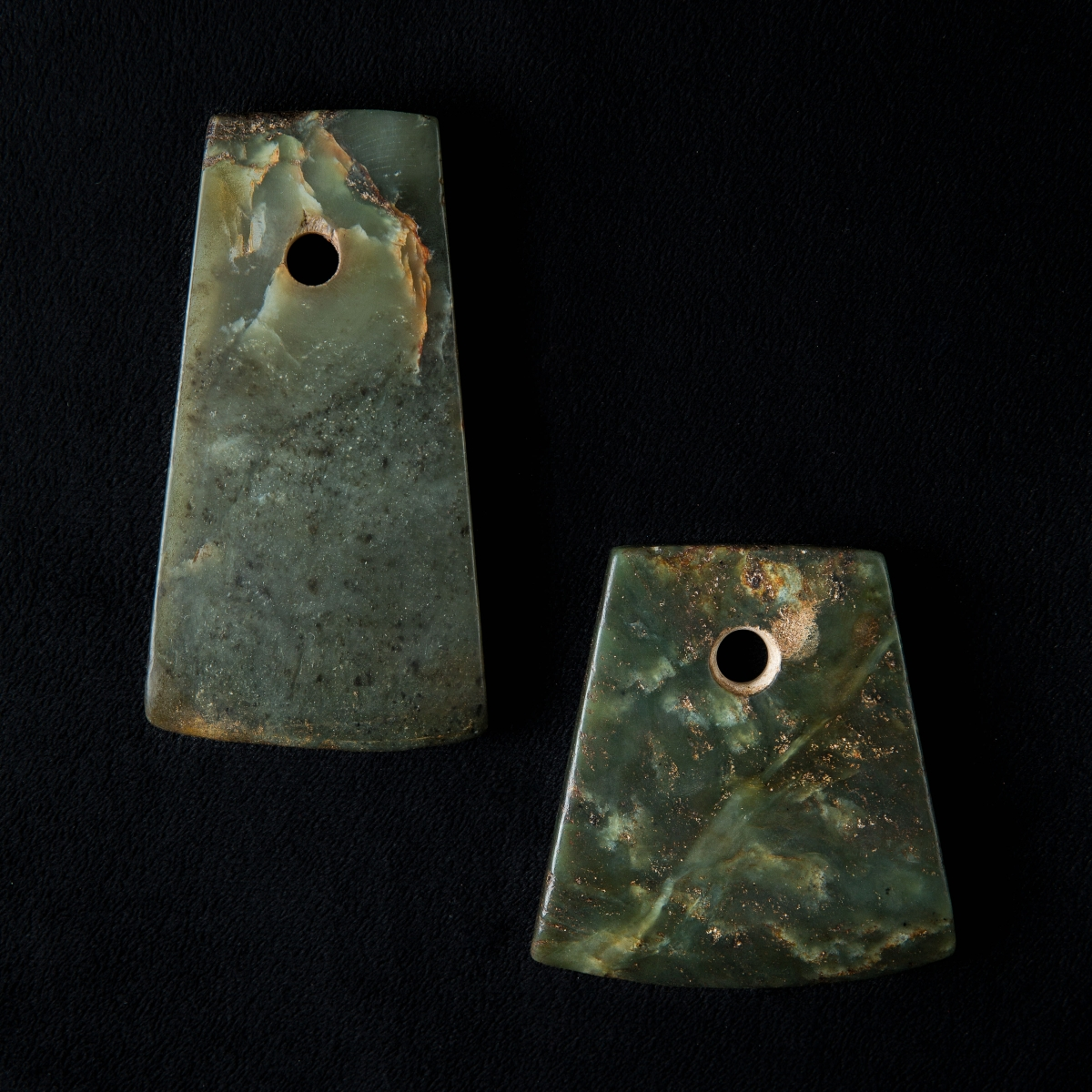 Photo of china-neolithic-ritual-jade-axe-green-nephrite-galerie-golconda