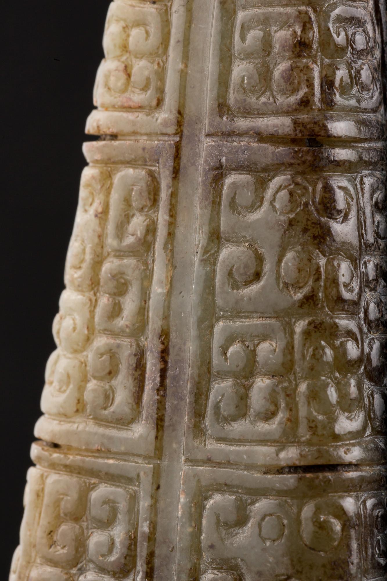 Photo of china-han-dynasty-pyramidal-tsong-pillar-nephrite-jade