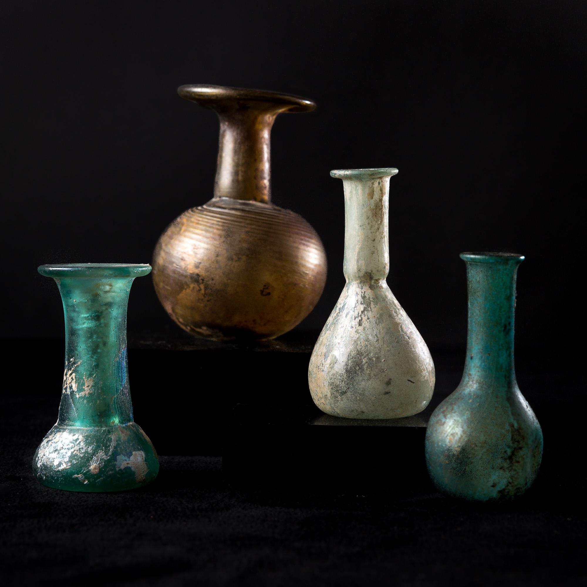 Photo of rome-roman-balsamarium-glass-iridescent-mediterranean-mediterranee-epoque-romaine-balsamaire-panse-globulaire-verre-irise-sable-soude
