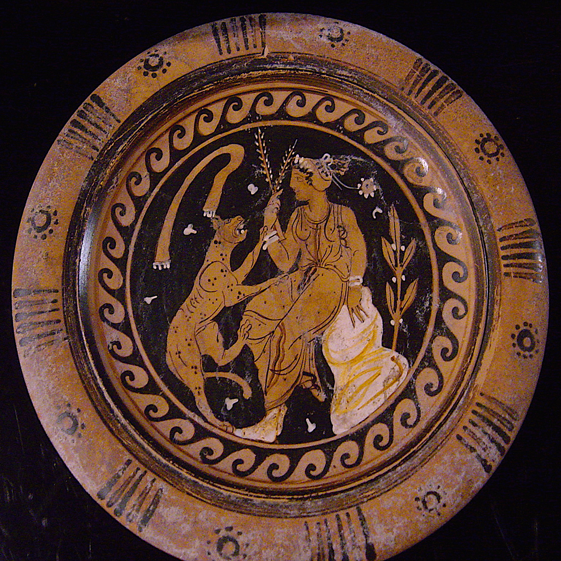 Photo ofMAGNA GRECIA APULIAN PLATE WITH A FELINE
