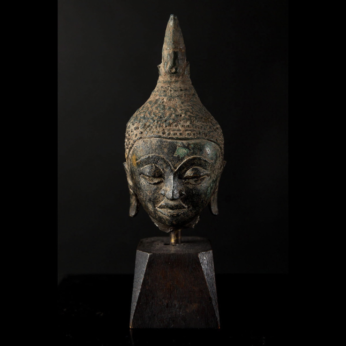 Photo ofSMALL HEAD OF BUDDHA
