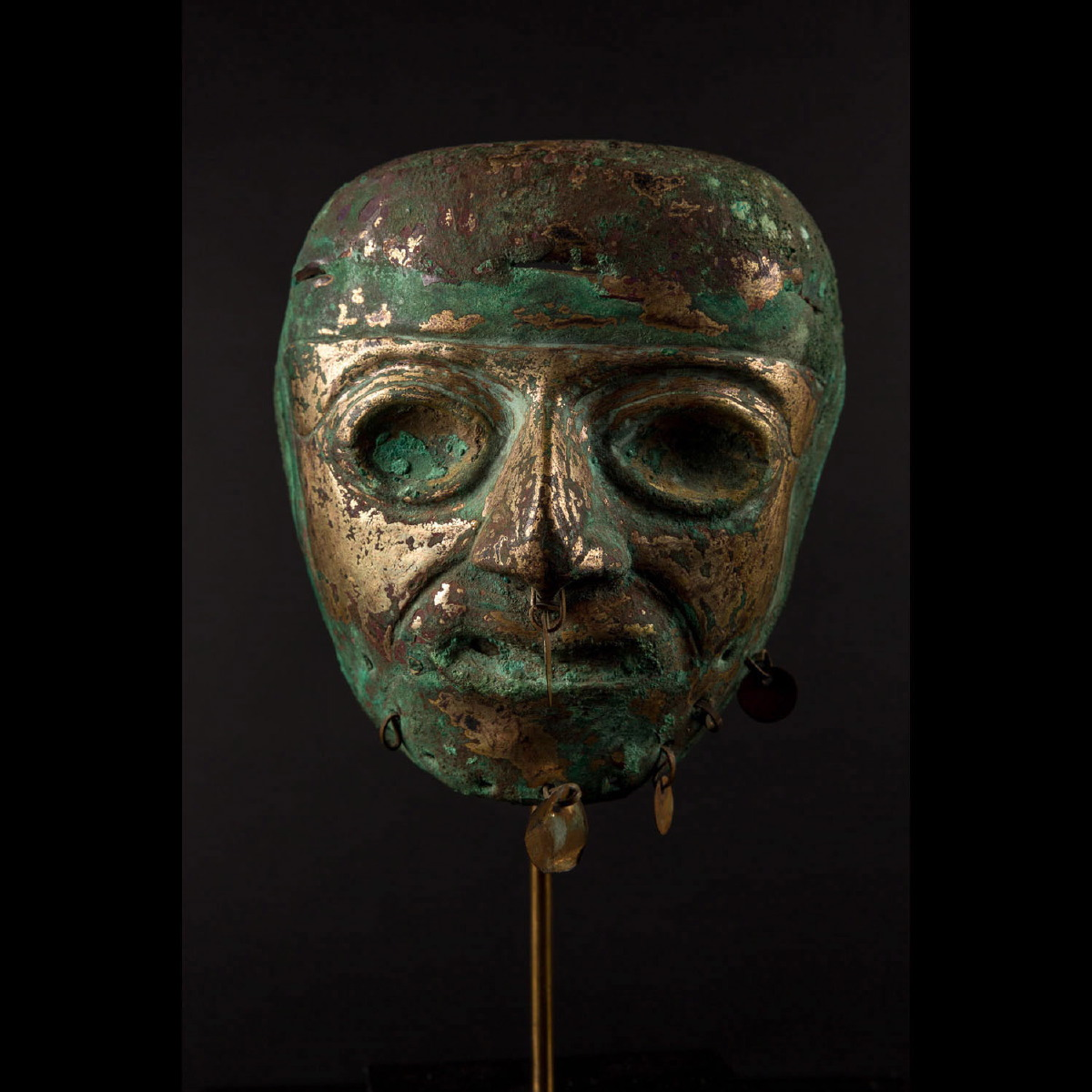 Photo ofRARE MASK OF WORSHIP MOCHICA PERU