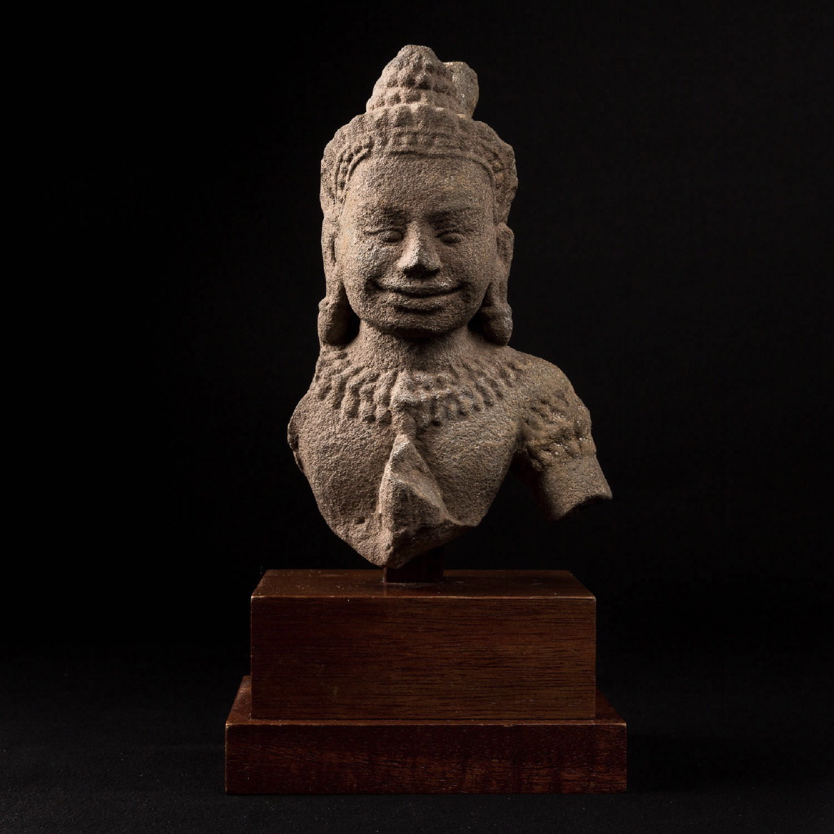 Photo ofBUST OF SMILING SHIVA IN KULEN KHMER SANDSTONE