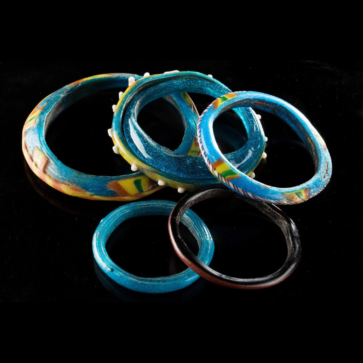 Photo ofMUMMIES GLASS BRACELETS