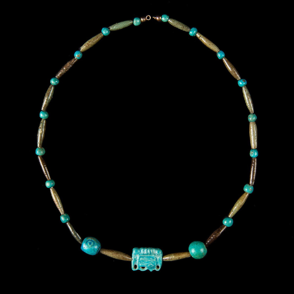 Photo ofFAIENCE NECKLACE EXIBITED AT THE METROPOLITAN MUSEUM