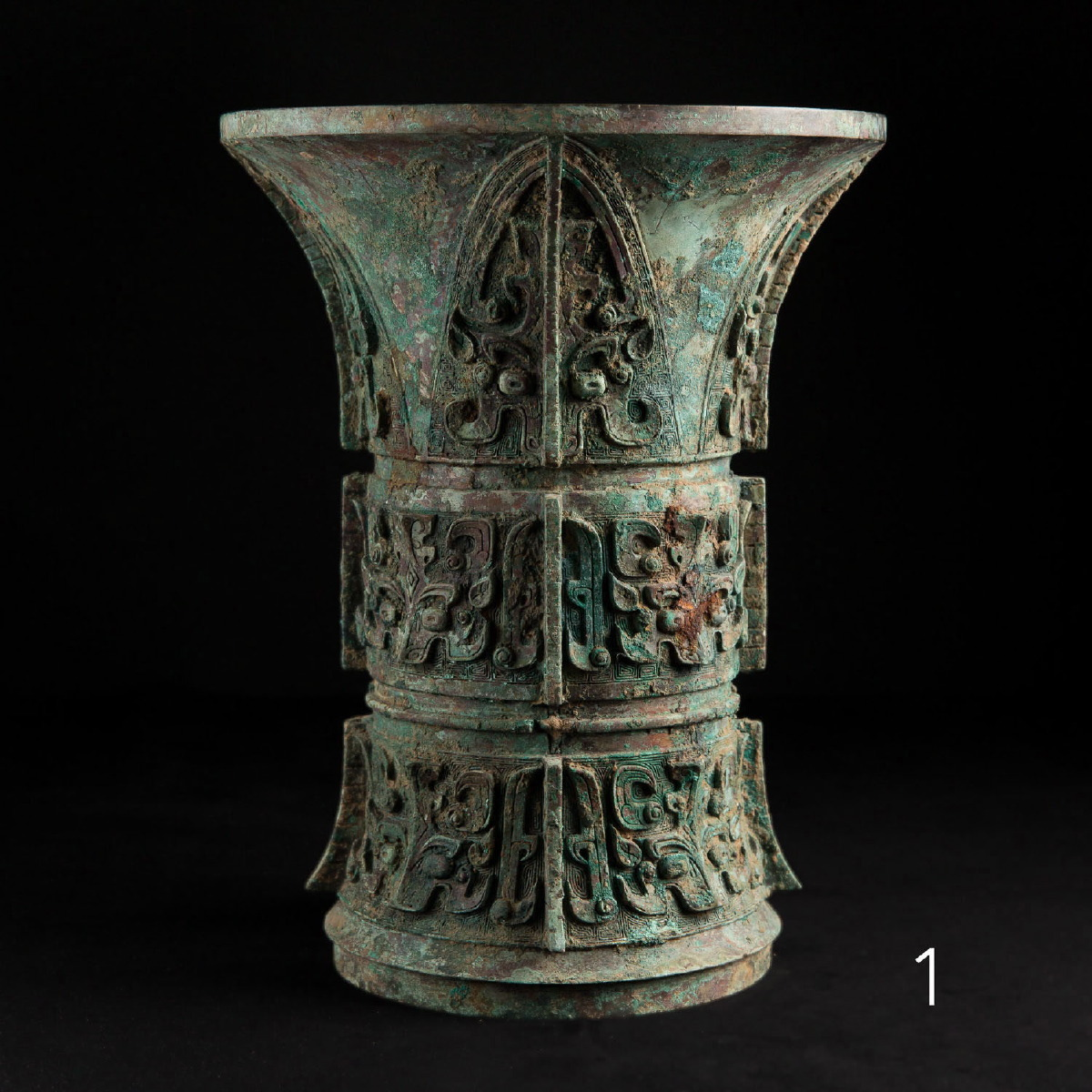 Photo ofOUTSTANDING ARCHAIC VASE