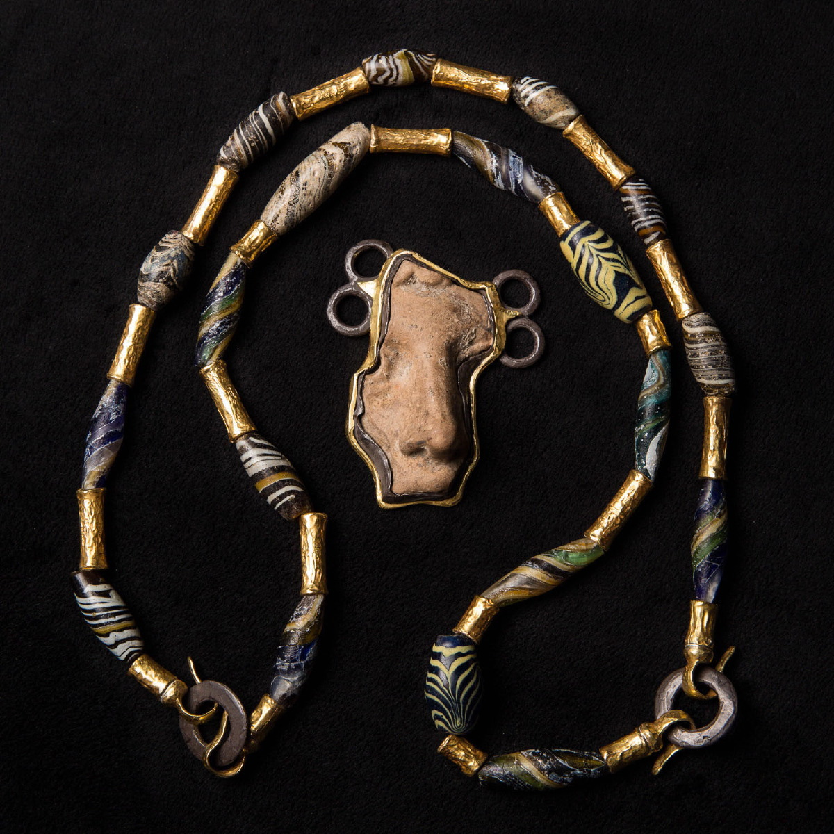 Photo of NECKLACE WITH PHOENICIAN GLASS AND ROMAN PORTRAIT