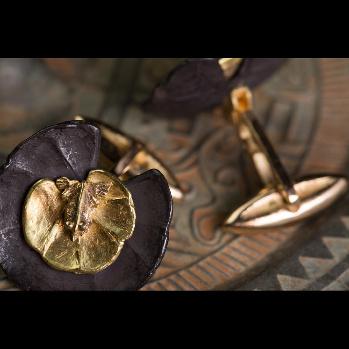 Photo of ANCIENT EGYPTIAN FROGS IN GOLD SET AS CUFFLINKS