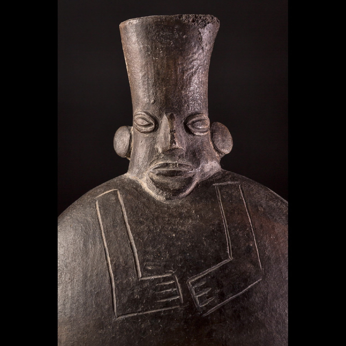 Photo of CHIMÚ ANTHROPOMORPHIC VASE FROM PERÚ