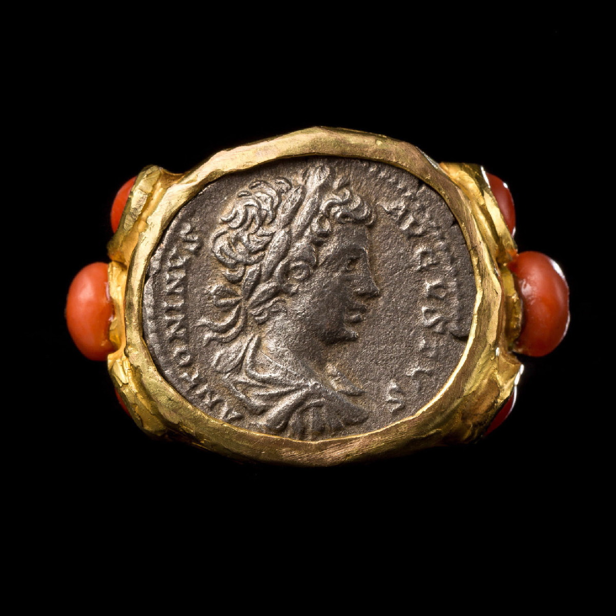 Photo ofRING WITH SILVER COIN OF ANTONINUS PIUS
