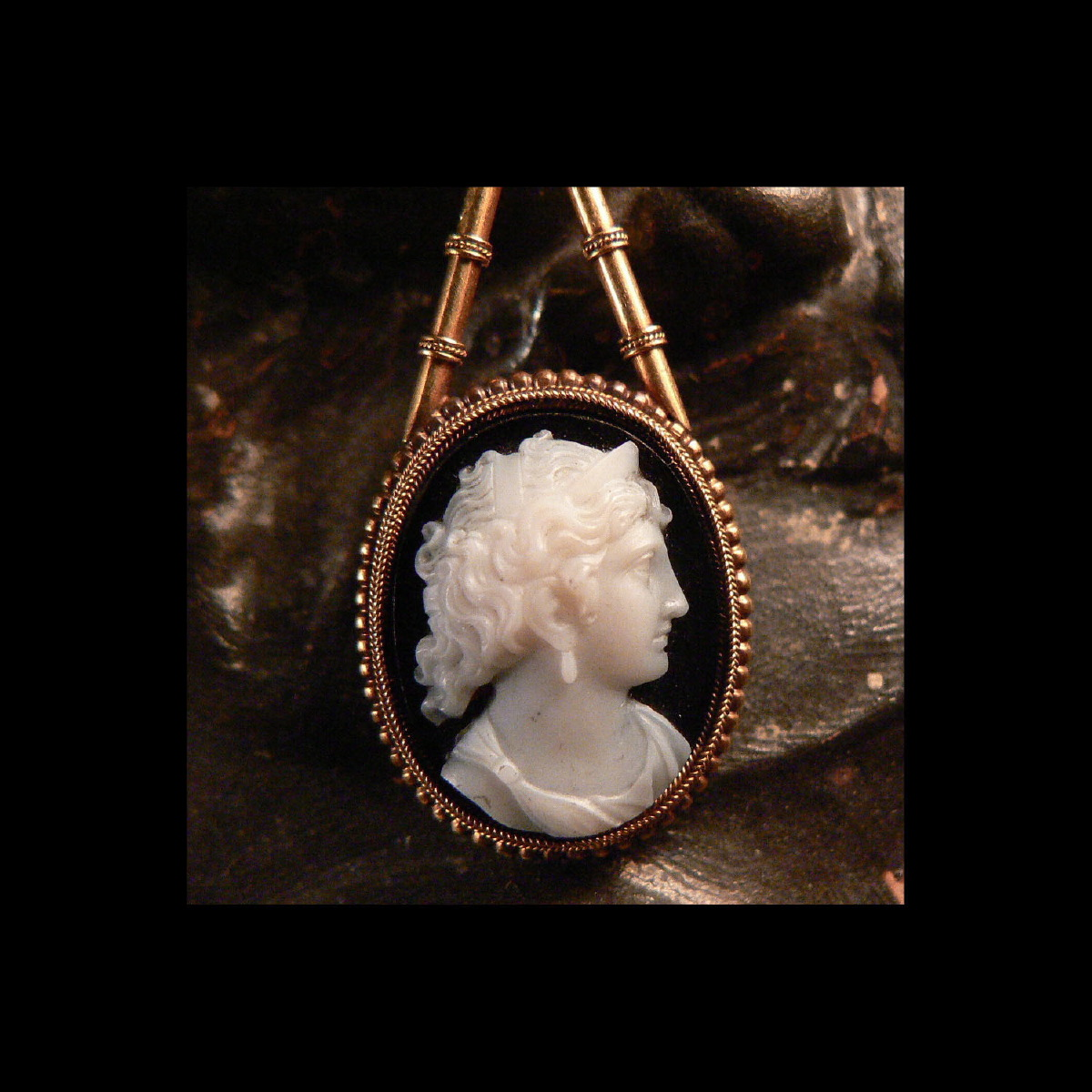 Photo of NEOCLASSICAL PARURE WITH CAMEO IN AGATE