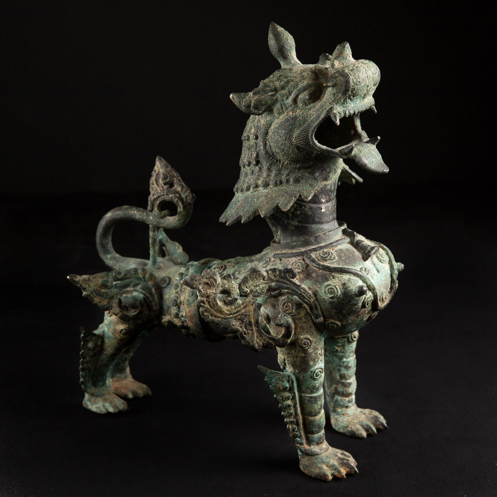 Photo ofFANTASTIQUE BRONZE NEPALAIS LION-CHIEN SHINGA