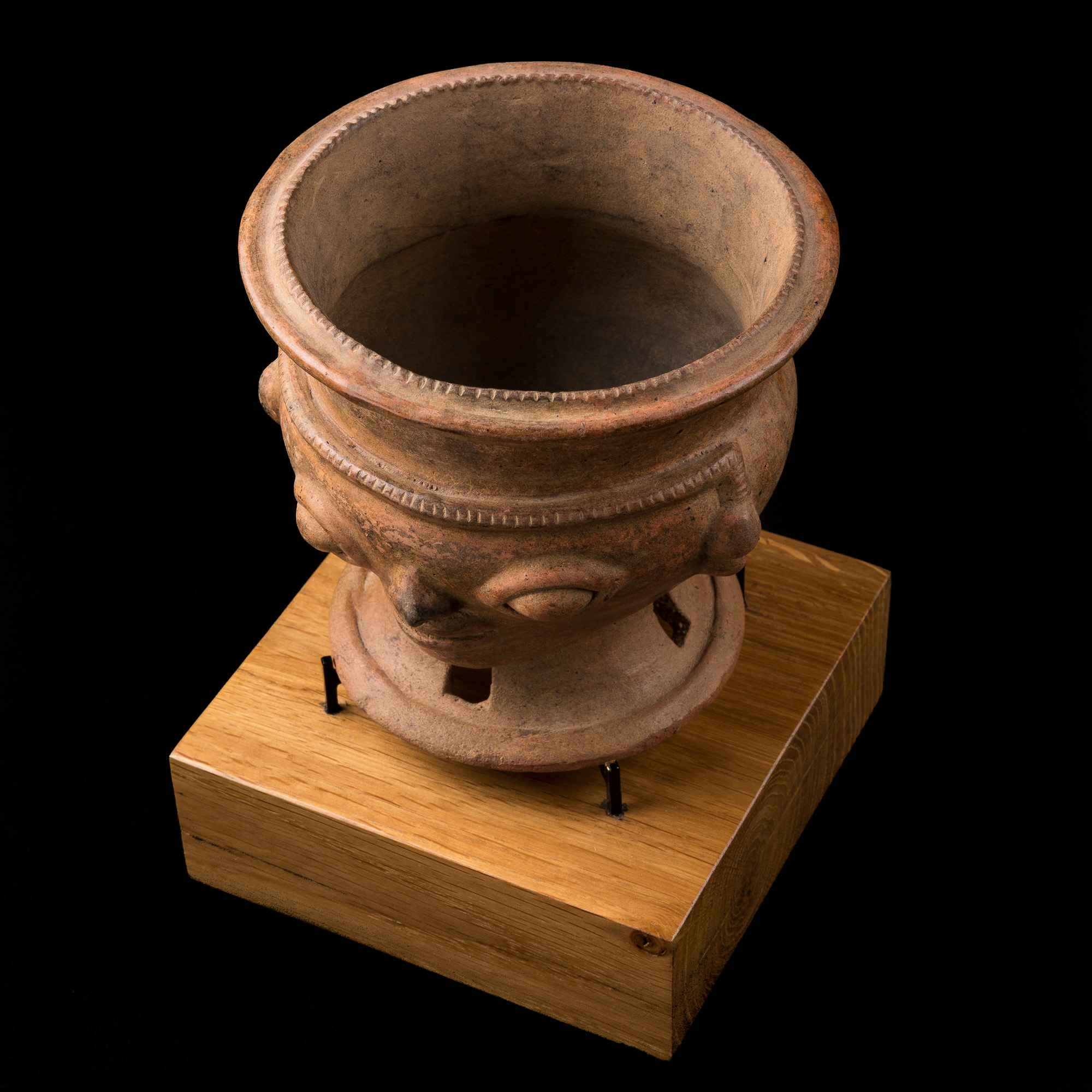 Photo of NARINO CAPULI VASE FROM COLOMBIA